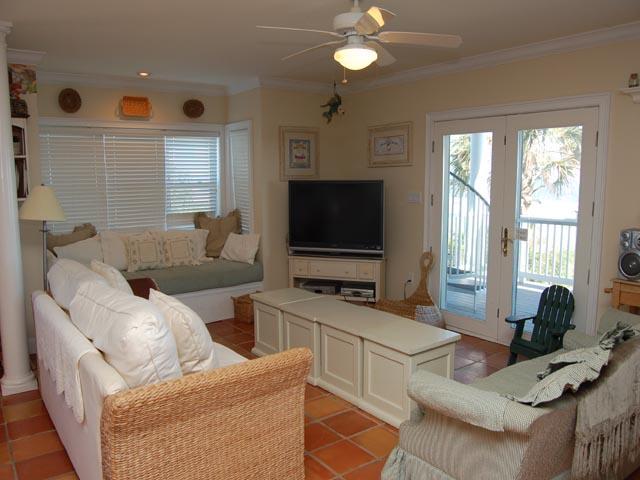 20 Ibis - Living Room