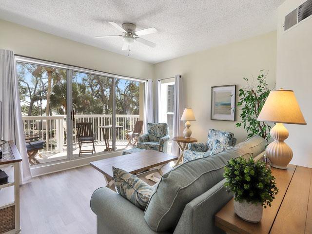 106 Barrington Arm - Living Room