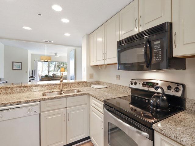 106 Barrington Arm - Kitchen
