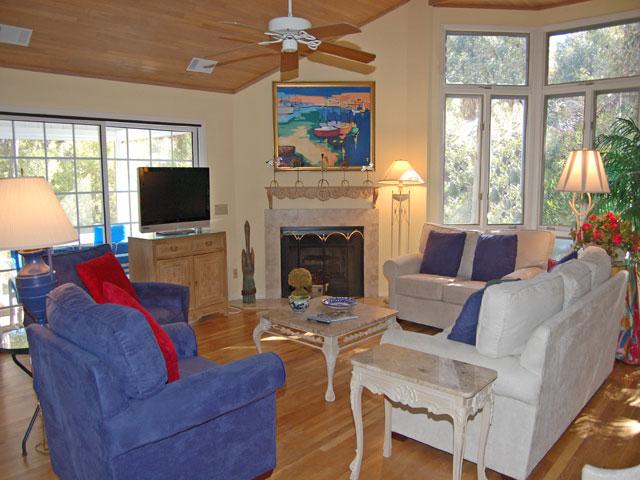 4 Dinghy - Living Room