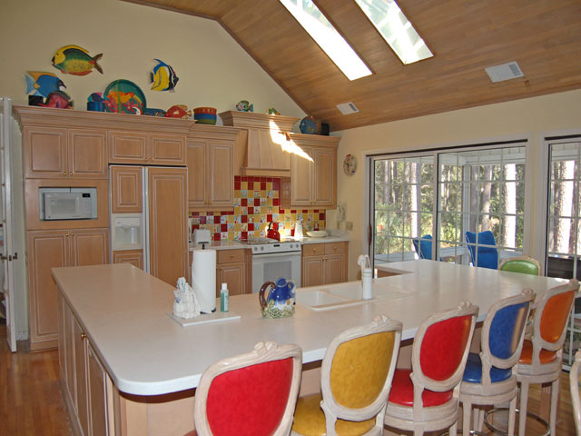 4 Dinghy - Kitchen