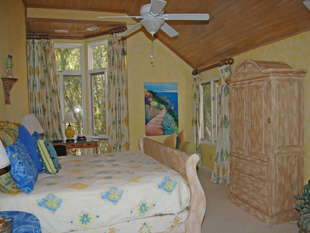 4 Dinghy - Master Bedroom