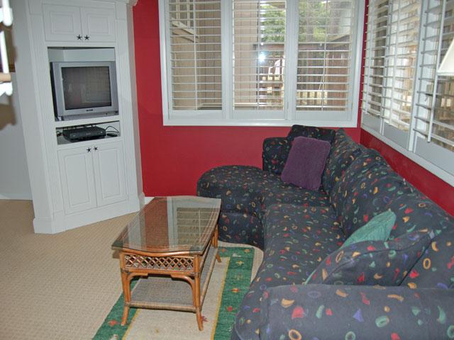 4 Dinghy - Living Room 2
