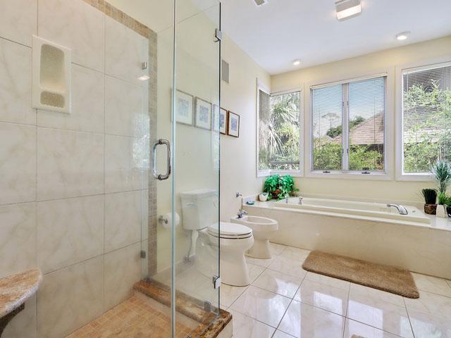 11 Dinghy - Bedroom 1 Bathroom