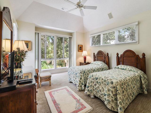 11 Dinghy - Bedroom 2