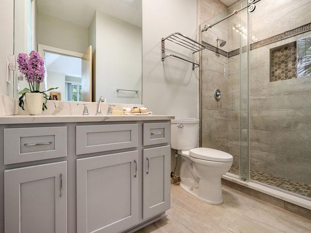11 Dinghy - Bedroom 2 Bathroom
