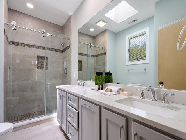 11 Dinghy - Bedroom 3 Bathroom