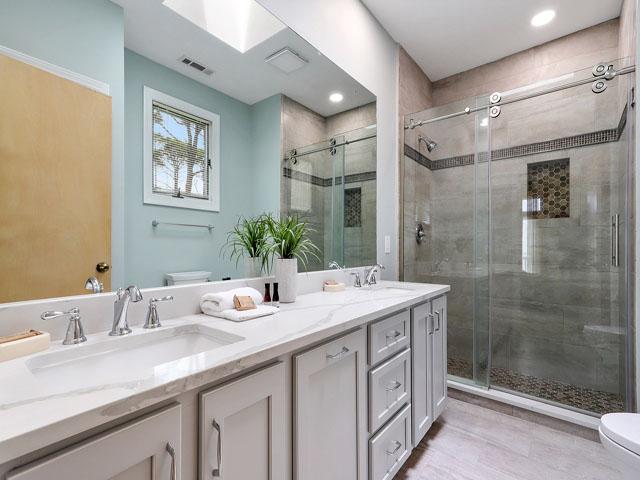 11 Dinghy - Bedroom 4 Bathroom