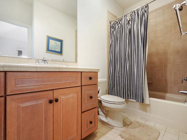 11 Dinghy - Bedroom 5 Bathroom