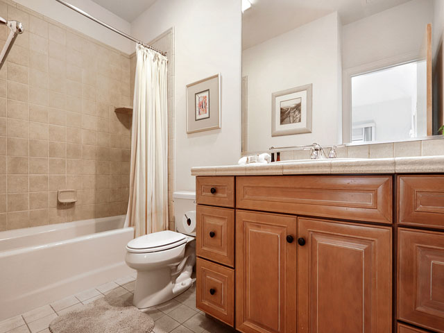 11 Dinghy - Bedroom 6 Bathroom