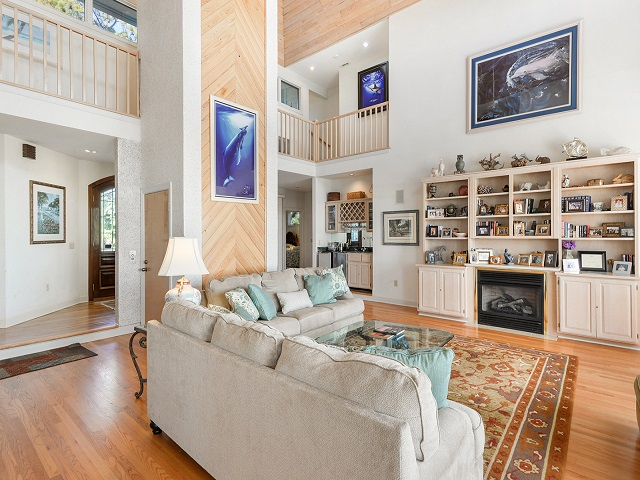 11 Dinghy - Living Room