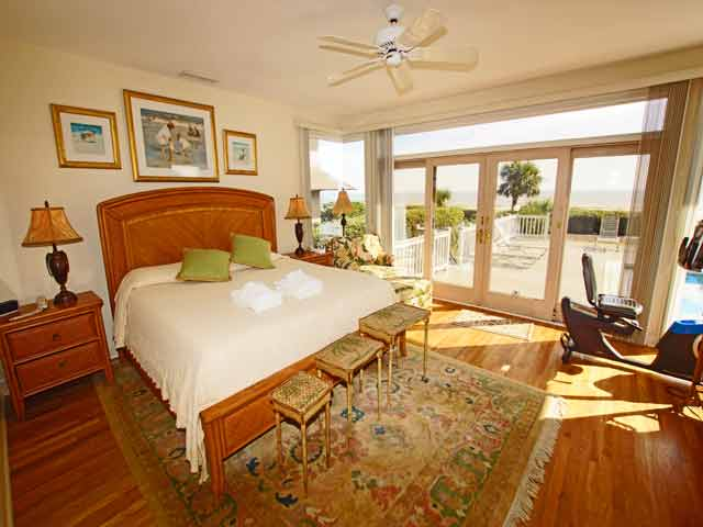 11 Dinghy - Master Bedroom