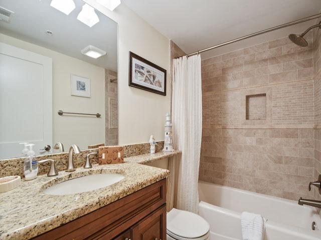 108 Barrington Arms - Guest Bedroom bathroom