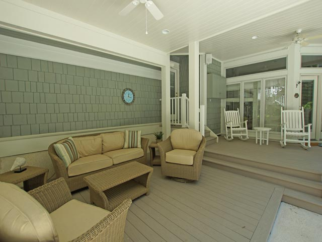 4 east wind - outdoor living area