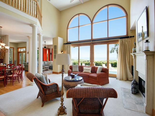 9 Galleon - Living Room