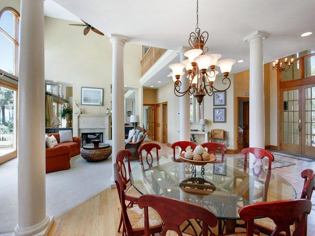 9 Galleon - Dining Area