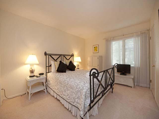 4 Grey Widgeon - Large Bedroom 2