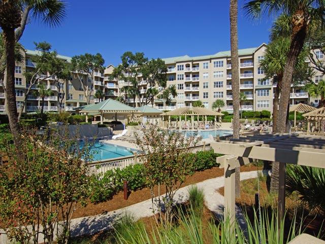 Hampton Place Complex - Pool Overview