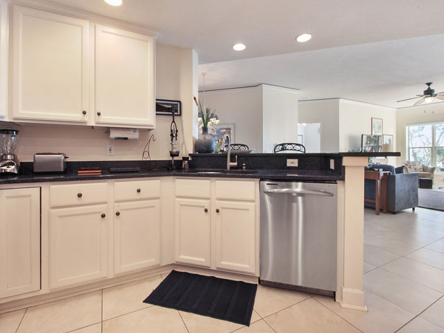 6205 Hampton Place - Kitchen