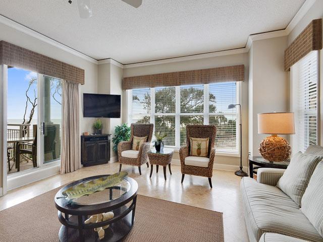 6208 Hampton Place - Living Room