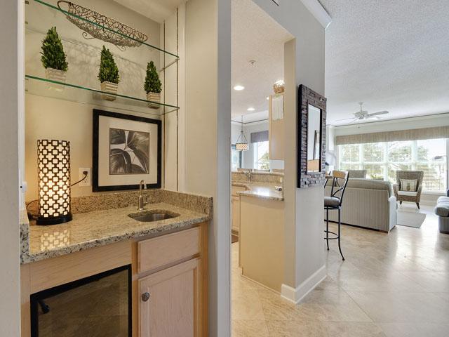 6208 Hampton Place - Hallway