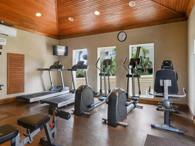 6208 Hampton Place - Complex Gym