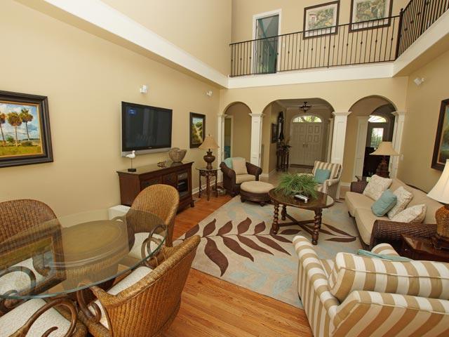 2 High Rigger -  Living Room