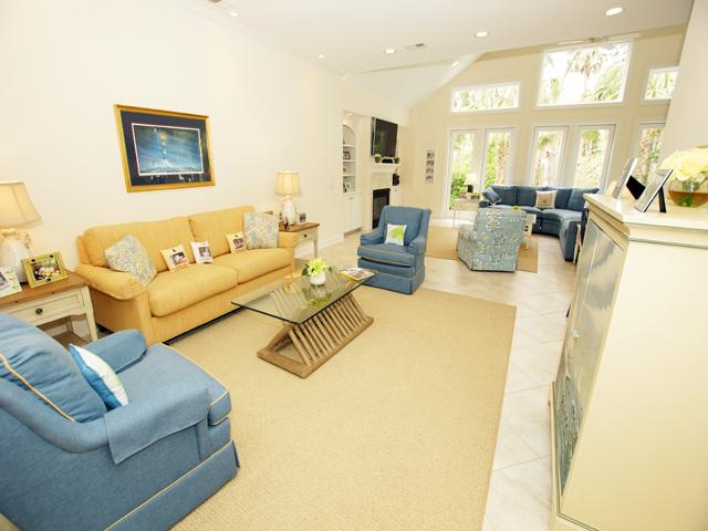 1 Hunt Club - living room