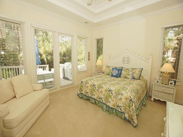1 Hunt Club - Master Bedroom