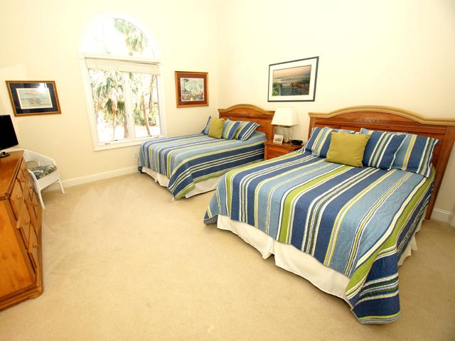 1 Hunt Club - Stripe Bedroom