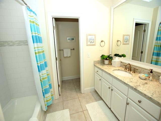 1 Hunt Club - Stripe Bathroom