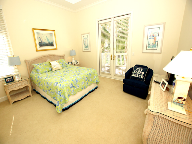 1 Hunt Club - Green Bedroom
