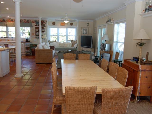 20 Ibis - Dining Room