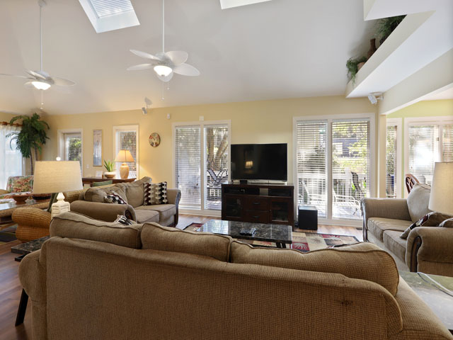 5 Junket - Living Room