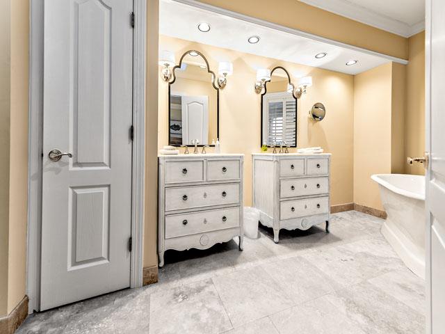 9 Ketch - Double bedroom bathroom