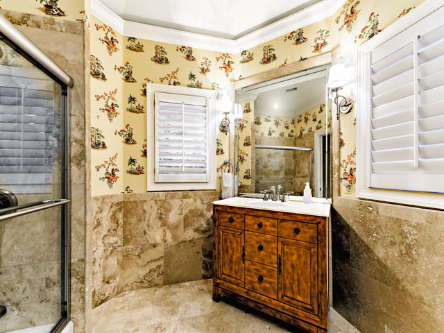 9 Ketch - Twin bedroom bathroom