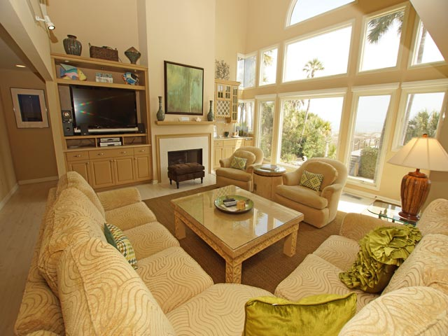 10 ketch - living room 2