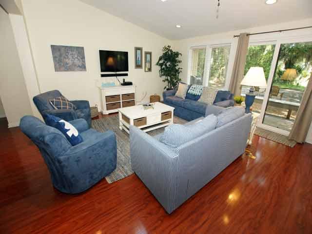 79 Kingston -Living Room
