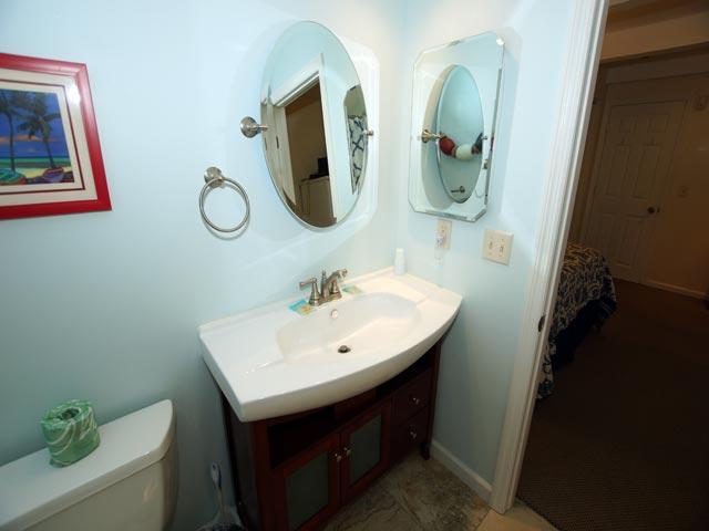 79 Kingston -Guest bedroom bathroom