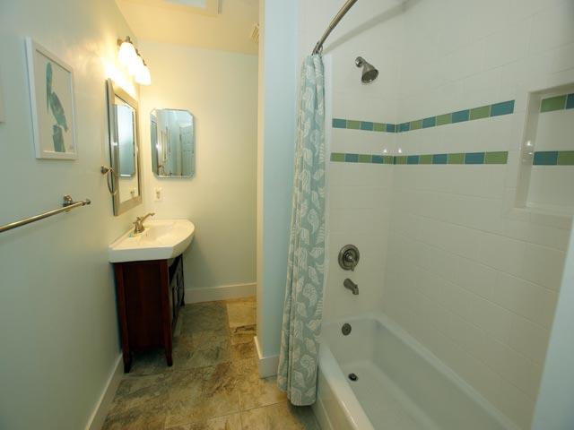 79 Kingston - Guest Bedroom Bathroom