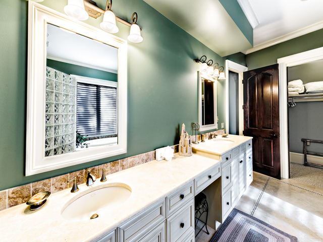 LB11 Green Bathroom
