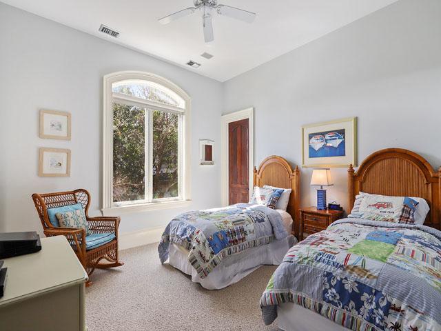 Guest bedroom - twins