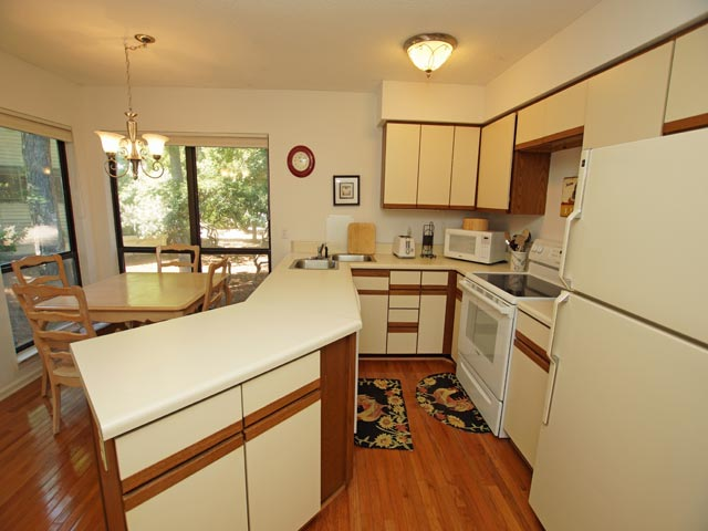 3359 Lake Forest - Kitchen