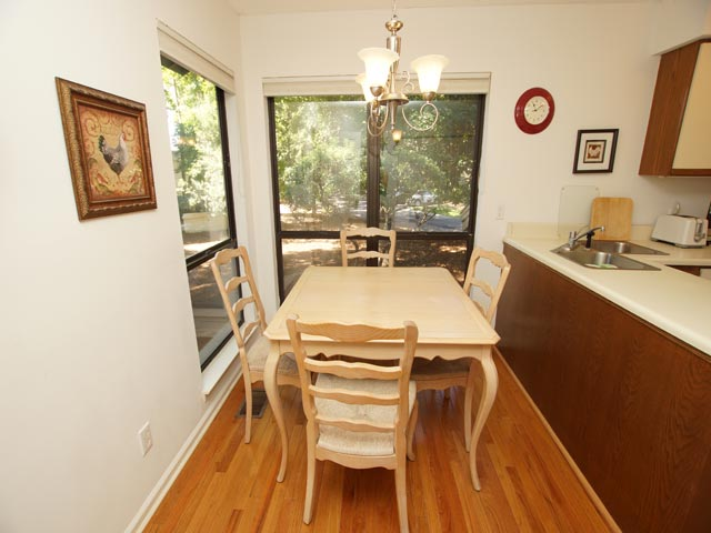 3359 Lake Forest - Kitchen Table