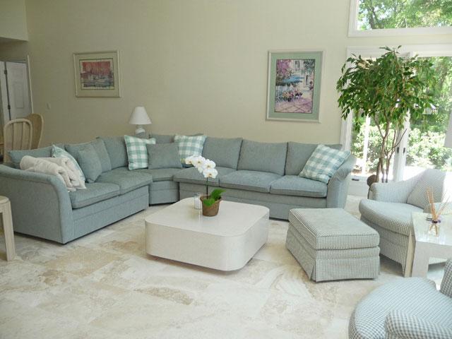 80 Mooring Buoy - Living Room