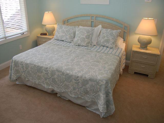 80 Mooring Buoy - Master Bedroom