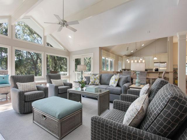 180 Mooring Buoy- Living room