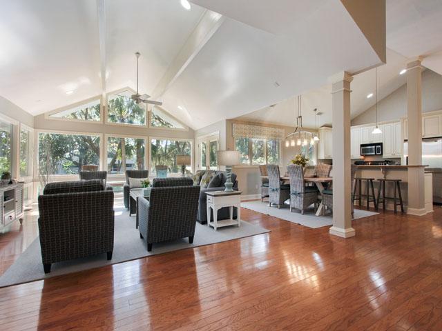 189 Mooring Buoy- Living room