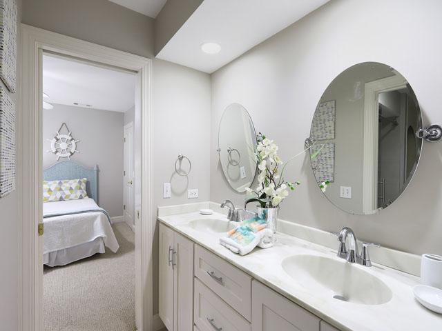 189 Mooring Buoy- Bathroom 2