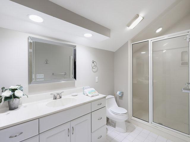 189 Mooring Buoy- Bathroom 3
